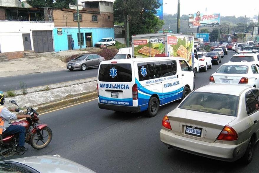 El ingreso a la capital desde Mixco se saturó por el desvío del tránsito desde Villalobos. (Foto Prensa Libre: Estuardo Paredes)
