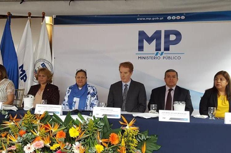 Mesa principal, presidida por la fiscal general Consuelo Porras, para la inauguración de la Fiscalía Distrital de Sacatepéquez. (Foto Prensa Libre: Nery Gálvez)
