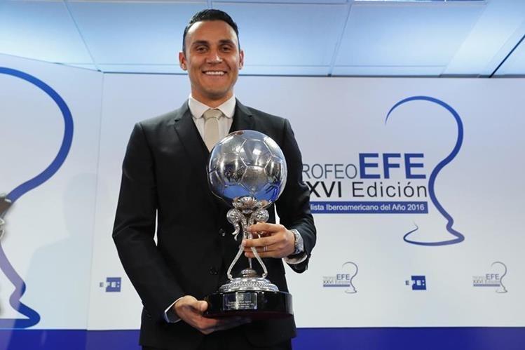El portero costarricense Keylor Navas recibió este martes el trofeo EFE al Jugador Latinoamericano del año. (Foto Prensa Libre: EFE)