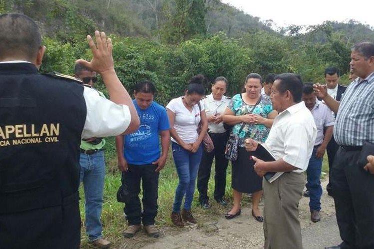 Pastores y policías evangélicos oran para evitar tragedias en carretera