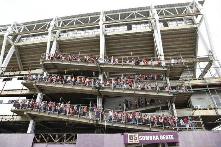 Saprissa agradeció en sus redes sociales a los aficionados que asistieron al estadio y guardaron la calma al momento de ser evacuados. (Foto Prensa Libre: Twitter Saprissa)