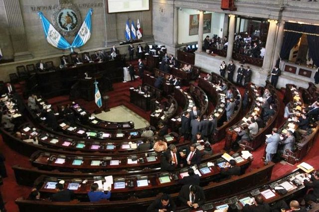 Diputados aseguran que no han sido notificados sobre lo resuelto provisionalmente por la CC. (Foto Prensa Libre: Hemeroteca PL)