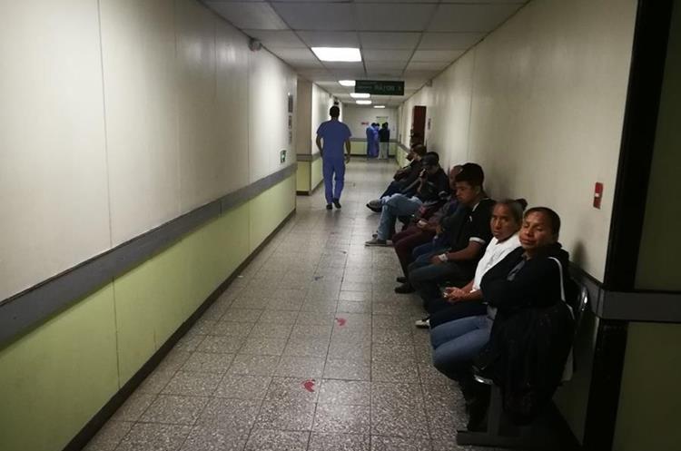 Área de espera para pasar a rayos X, donde también se ha registrado extrañas apariciones. (Foto Prensa Libre: Oscar García).