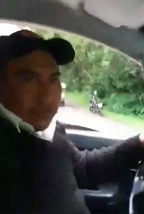 Eugenio Chávez, piloto de la ambulancia, momentos antes de quedar atrapado en medio de la nube de ceniza del Volcán de Fuego. (Foto tomada del video)