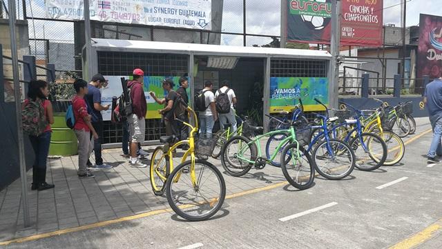 Caseta de registros para el uso de bicicletas, ubicada en la salida de la Universidad hacia el Anillo Periférico. (Foto Prensa Libre: Oscar Felipe Q.)