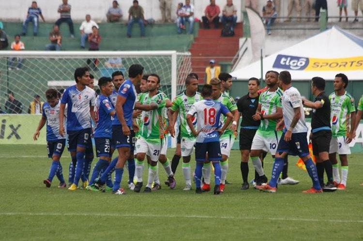 Suchitepéquez se quejó de mal arbitraje en El Pensativo. (Foto Prensa Libre: Renato Melgar)