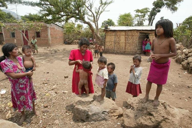 Cada 24 horas ante el MP son registradas en promedio 32 agresiones contra niños y adolescentes.(Foto Prensa Libre: Hemeroteca PL)