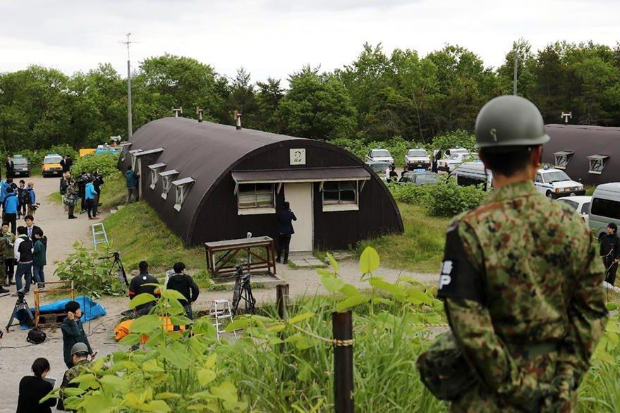 Vista de la instalación militar en la que Yamato de 7 años se refugió en medio del bosque. (Foto Prensa Libre: AFP).