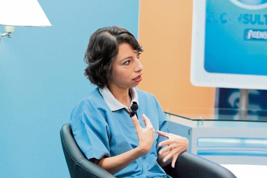 Guisela Siekavizza explica que la limpieza en el hogar es clave para evitar bichos en las mascotas.(Foto Prensa Libre: Yadira Montes).