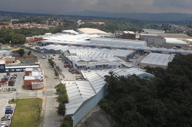 El sector tiene actividad comercial en 50 manzanas de bodegas para almacenaje. (Foto Prensa Libre: Esbin García)