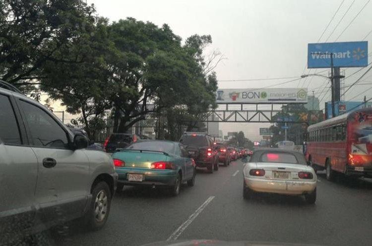 Las autoridades de tránsito de la capital consideran que las complicaciones vehiculares empezarán a partir de este jueves, por el descanso del Día del Ejército. (Foto Prensa Libre: César Pérez)