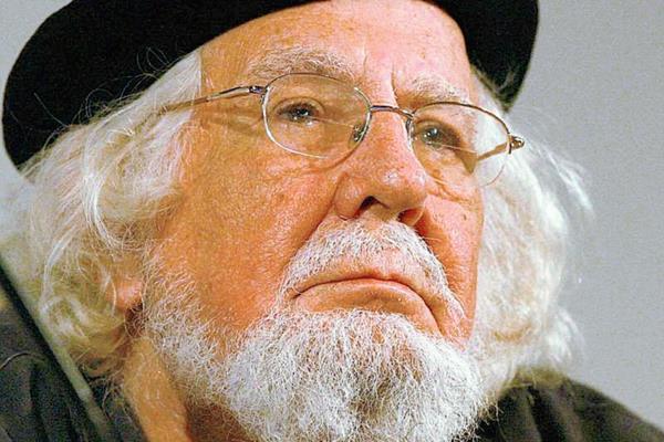 El poeta Ernesto Cardenal sufre por problemas respiratorios