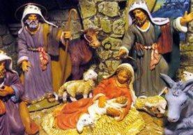 Un pequeño –belén- recrea el nacimiento del niño Jesús. (DPA).