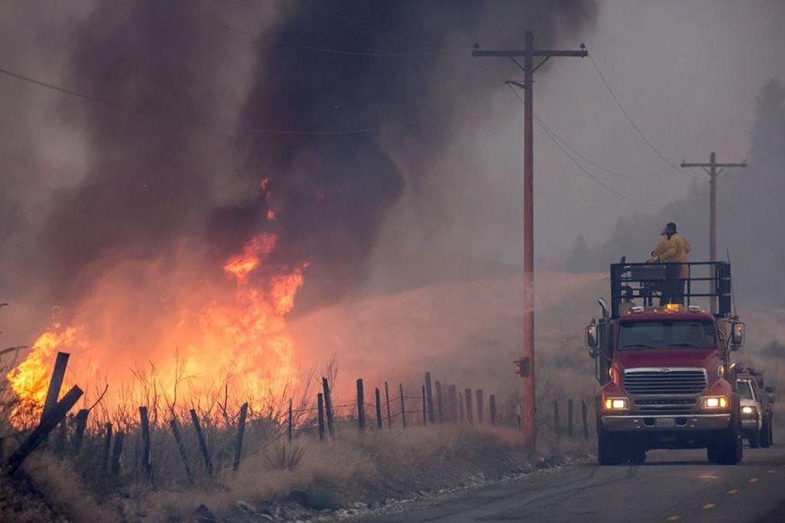 Tres bomberos perdieron la vida la semana pasada luchando contra el fuego cerca de la ciudad de Twisp. (Foto Prensa Libre: AFP).