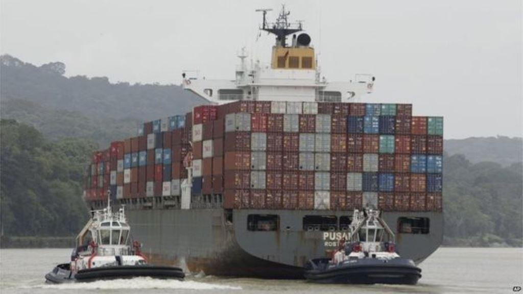 El canal es una vía crucial para el comercio mundial. AP