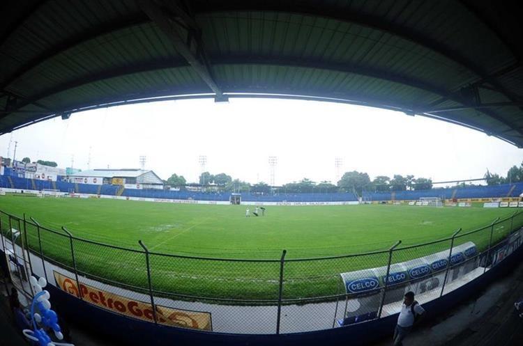 El estadio Carlos Salazar podría ser protagonista de otro partido suspendido por lluvia.