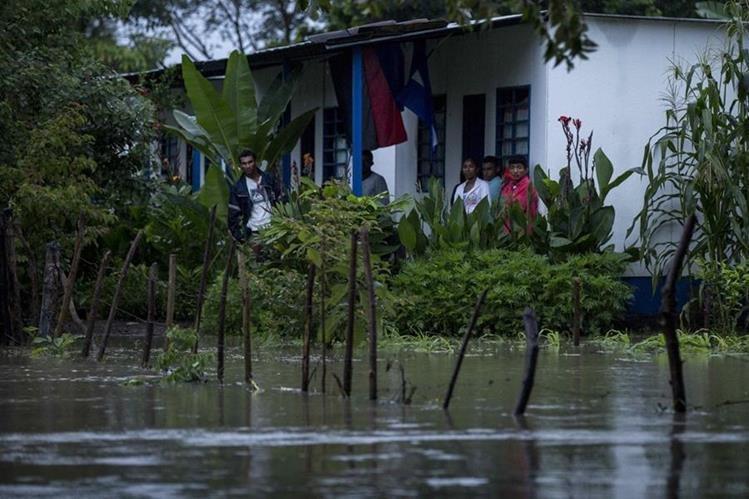 En Nicaragua, Nate anegó varias comunidades. (Foto Prensa Libre: EFE)