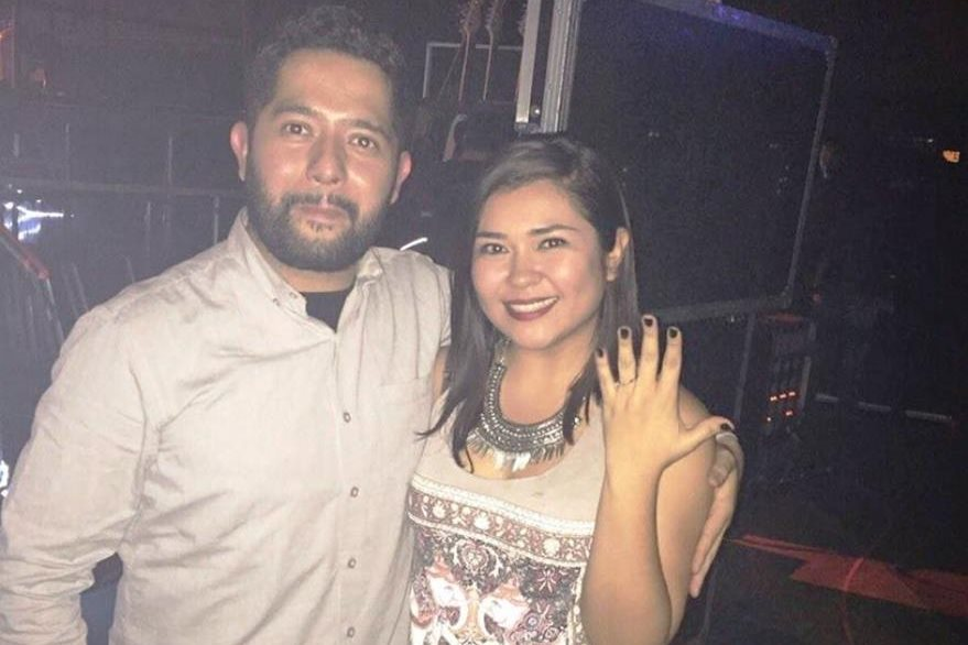 Fabián Zaragoza le propuso matrimonio a su novia, Fernanda Valdovines, durante concierto de Maná. (Foto Prensa Libre: Tomada de facebook.com/fer.valdovines)