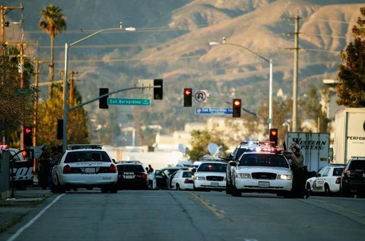 SAN BERNARDINO, CA - DECEMBER 02: Law enforcement officers close Mountain View Avenue during the pursuit of suspects in the shooting at the Inland Regional Center on December 2, 2015 in San Bernardino, California. Police continue to search for suspects in the shooting that left at least 14 people dead and another 17 injured.   Sean M. Haffey/Getty Images/AFP == FOR NEWSPAPERS, INTERNET, TELCOS & TELEVISION USE ONLY ==