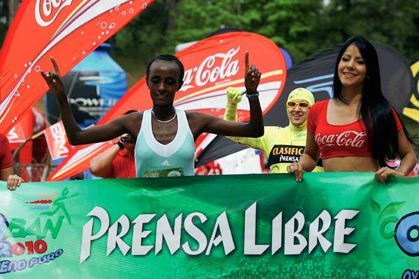 Shewarge Amare, de Etiopía ganadora de El Medio Maratón del 2010 y 2014 podría estar nuevamente en la edición 41. (Foto Prensa Libre: Hemeroteca PL)