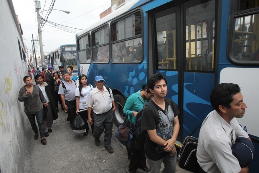 De Q3 hasta Q5 denuncian los usuarios que les cobra el Transurbano antes de las 6.30 y después de las 20 horas. (Foto Prensa Libre: Hemeroteca PL)