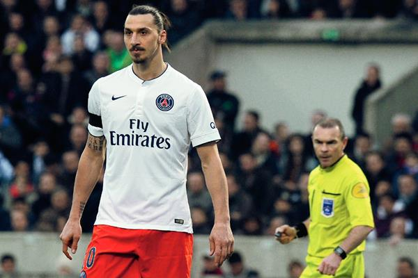 Zlatan Ibrahimovic a pesar de haber pedido disculpas por su comentario, este sigue causando conmoción en Francia. (Foto Prensa Libre: AFP)