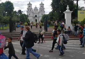 Caravana de centroamericanos avanza hacia su destino