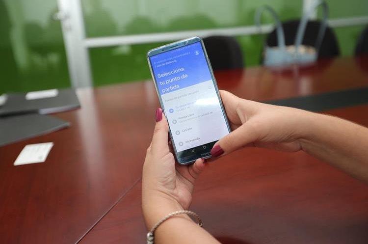 Uber Lite funciona en teléfonos de tecnología básica y con poco acceso a internet: (Foto Prensa Libre: César Pérez)