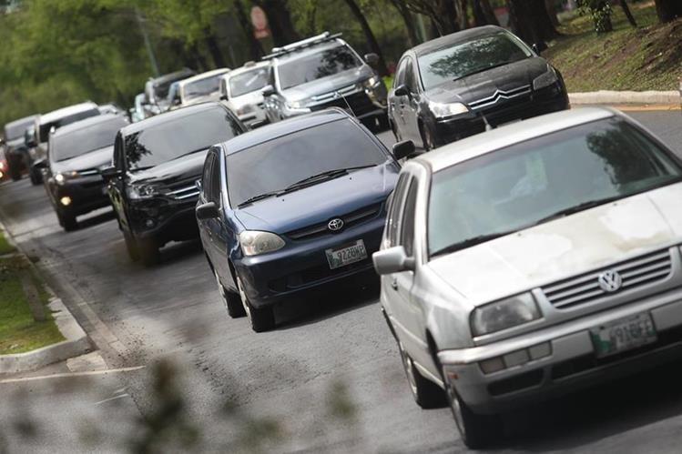 Contribuyentes tendrán un día más para pagar el Impuesto de Circulación de Vehículos. (Prensa Libre: Alvaro Interiano)