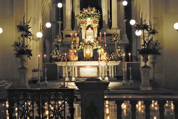 Altar de Sagrario del Santuario de Guadalupe, zona 1, el Jueves Santo del 2014.