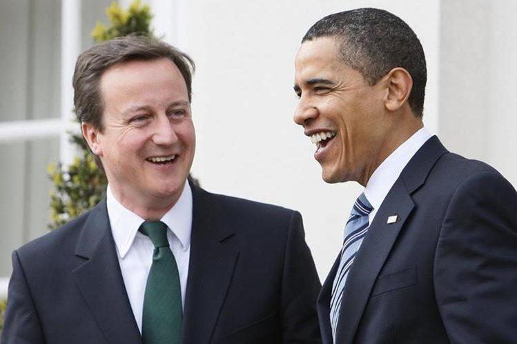 James Cameron, primer ministro británico y Barack Obama, presidente de EE. UU., durante una reunión en la Casa Blanca en 2009. (Foto Prensa Libre: AP).