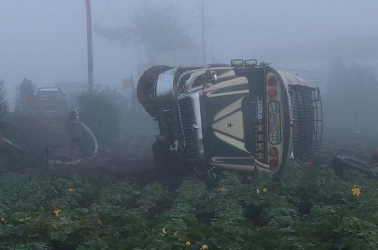 El clima y el mal estado de las carreteras también influyen en los accidentes de autobuses. (Foto Hemeroteca PL)