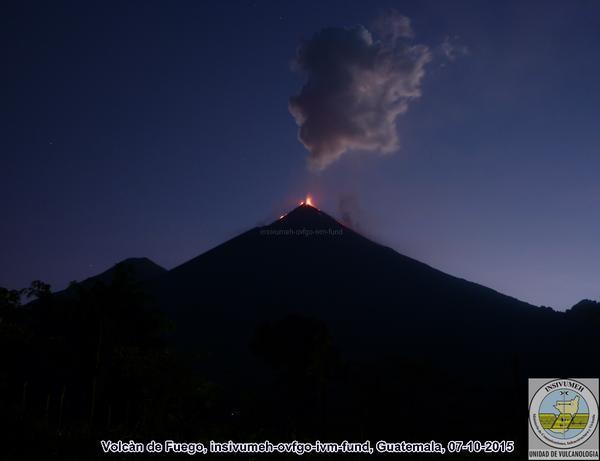 Volcán de Fuego lanza ceniza y humo por lo que las autoridades recomiendan monitorear actividad. (Foto Prensa Libre: Insivumeh)