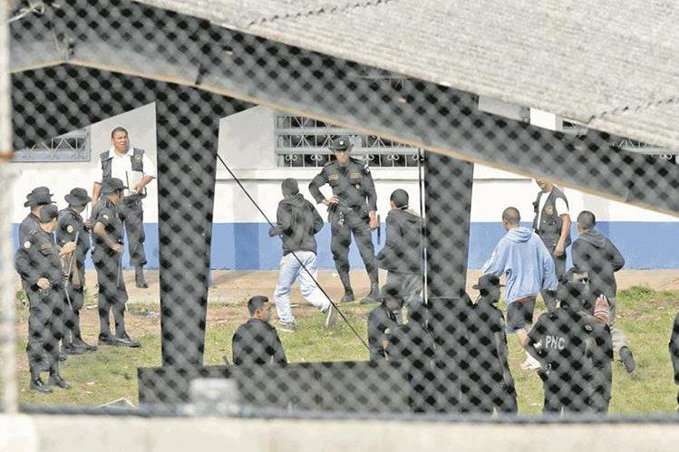 Centro juvenil Etapa 2 durante el motín que protagonizaron pandilleros. Foto Prensa Libre: Hemeroteca PL