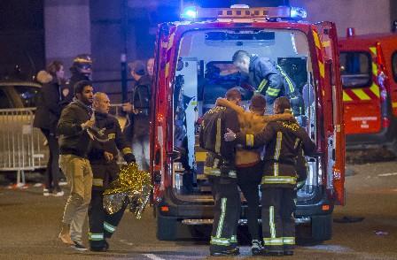 Más de 300 heridos en atentados en París.