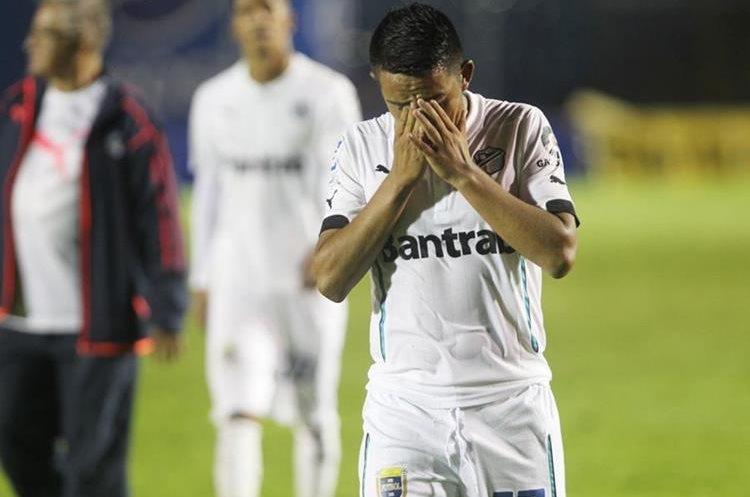 Los albos decepcionaron y ahora están fuera de la lucha por el campeonato. (Foto Prensa Libre: Norvin Mendoza)
