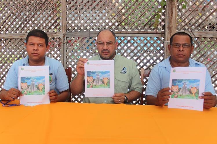 Los Organizadores de la Primera Copa Internacional de Futbol, anuncian la actividad deportiva que se realizará en San José. (Foto Prensa Libre: Rigoberto Escobar)