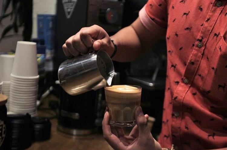 Coffee District anima a sus clientes a probar el café sin azúcar y deleitar el sabor natural del grano. (Foto Prensa Libre: Anna Lucía Ibarra).