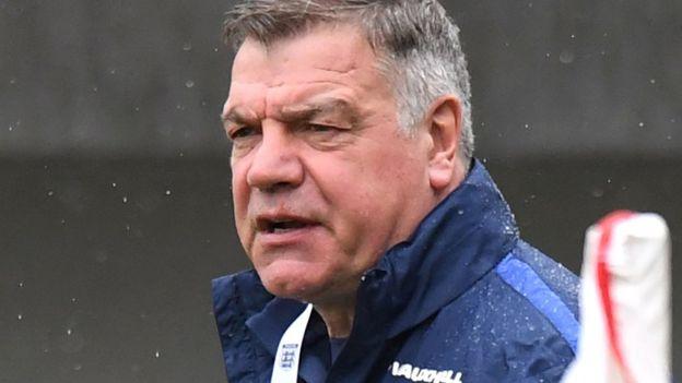 La Asociación Inglesa de Fútbol investiga a Sam Allardyce y en Inglaterra consideran que su cargo como seleccionador podría estar en peligro. (Getyy)