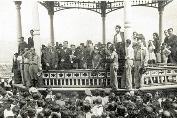 Juan José Arévalo durante uno de sus mitines en el quiosco de San Marcos, en 1944.