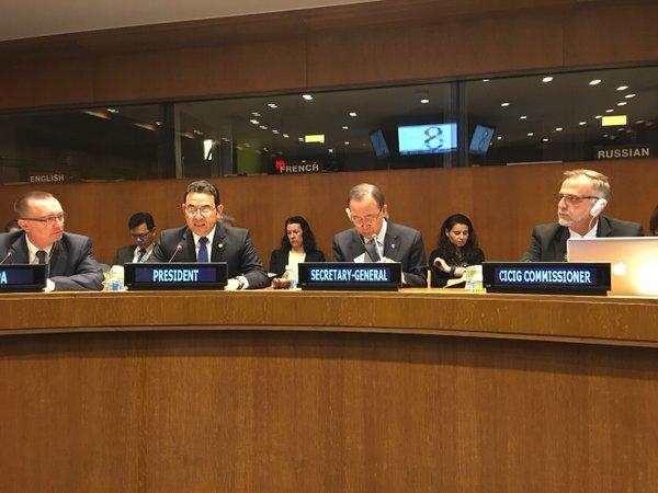 Iván Velásquez y Jimmy Morales durante una reunión en Naciones Unidas, cuando aún era secretario general de la ONU Ban Ki-moon. (Foto Prensa Libre: Hemeroteca PL)