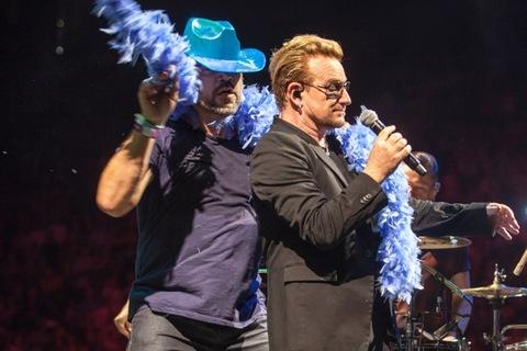 Javier Bardem fue el primero en subir al escenario. (Foto Prensa Libre: Tomada de TMZ)