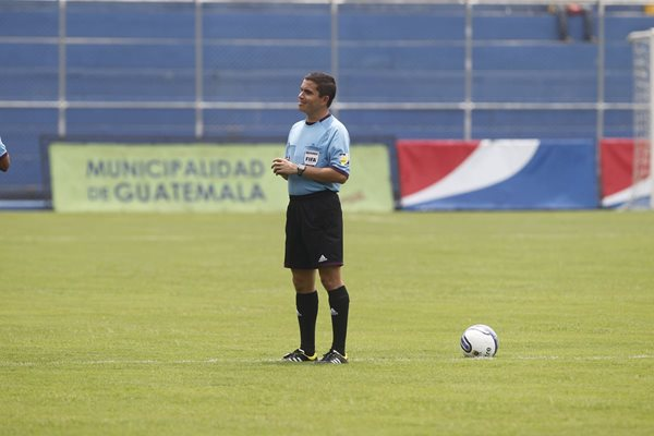 Jonathan Polanco tendrá a su cargo el juego entre Coatepeque y Halcones. (Foto Prensa Libre: Hemeroteca PL).
