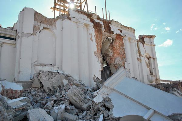 Fachada de iglesia de San Pedro Sacatepéquez, San Marcos, fue demolida debido a los daños del terremoto. (Foto Prensa Libre: Hemeroteca PL).