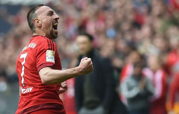 Ribery festeja después de anotar este sábado. (Foto Prensa Libre: AFP)