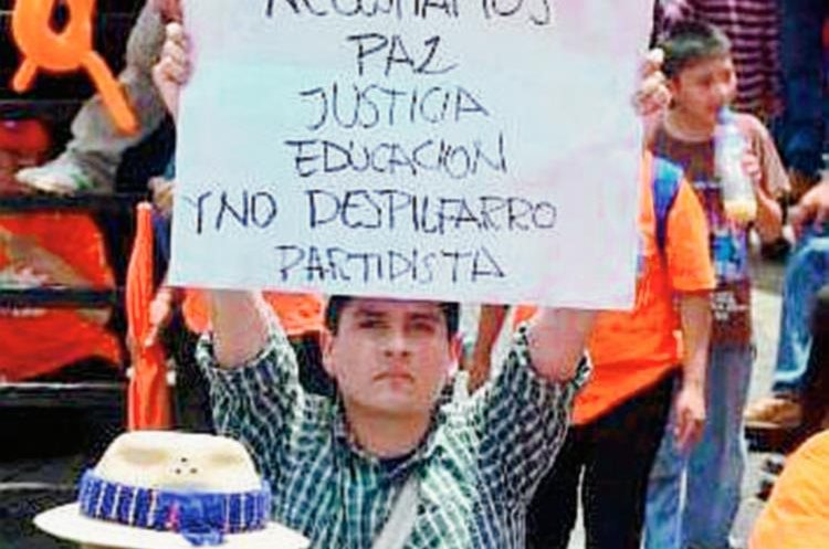 Rosales durante la asamblea del PP en 2014. (Foto Prensa Libre: Hemeroteca PL)