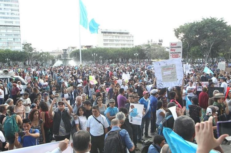 La Plaza de la Constitución fue abarrotada por los guatemaltecos que exigen Justicia