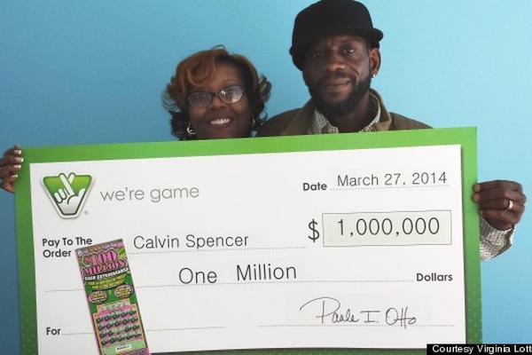 """<p>Los Spencer tras ganar su tercer premio de lotería en menos de un mes (Foto Cortesía: Lotería de Virginia)<br _mce_bogus=""""1""""></p>"""