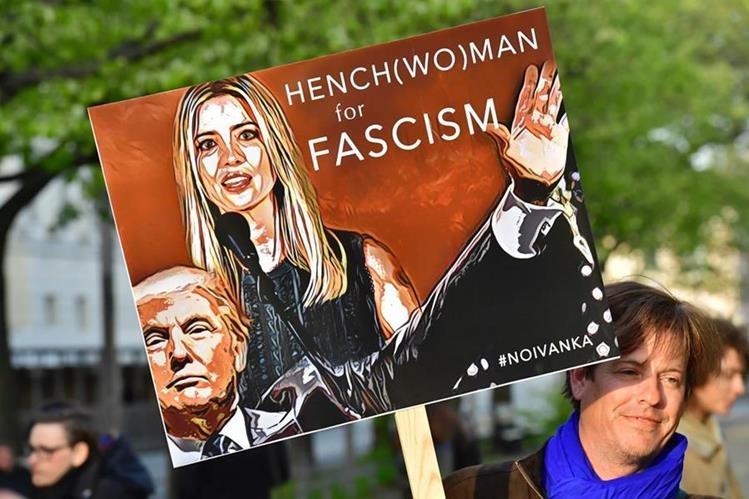 Un grupo protesta contra llegada de Trump a Alemania. (Foto Prensa Libre: AFP)