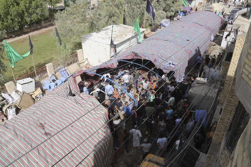 Carpa donde fue perpetrado ataque suicida en Bagdad. (AP)